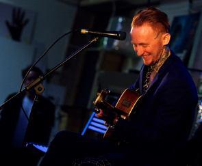 Frank Carter... And a Guitar!